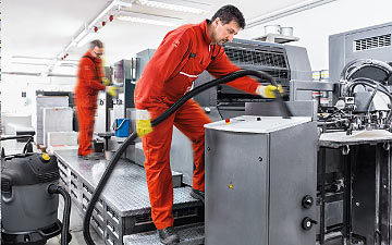 A cleaning service: Industrial cleaning on a production line